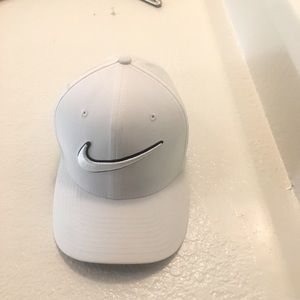 NIKE Golf white fitted hat
